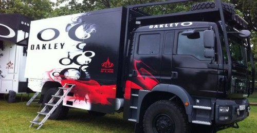 camion-oakley-event-truck