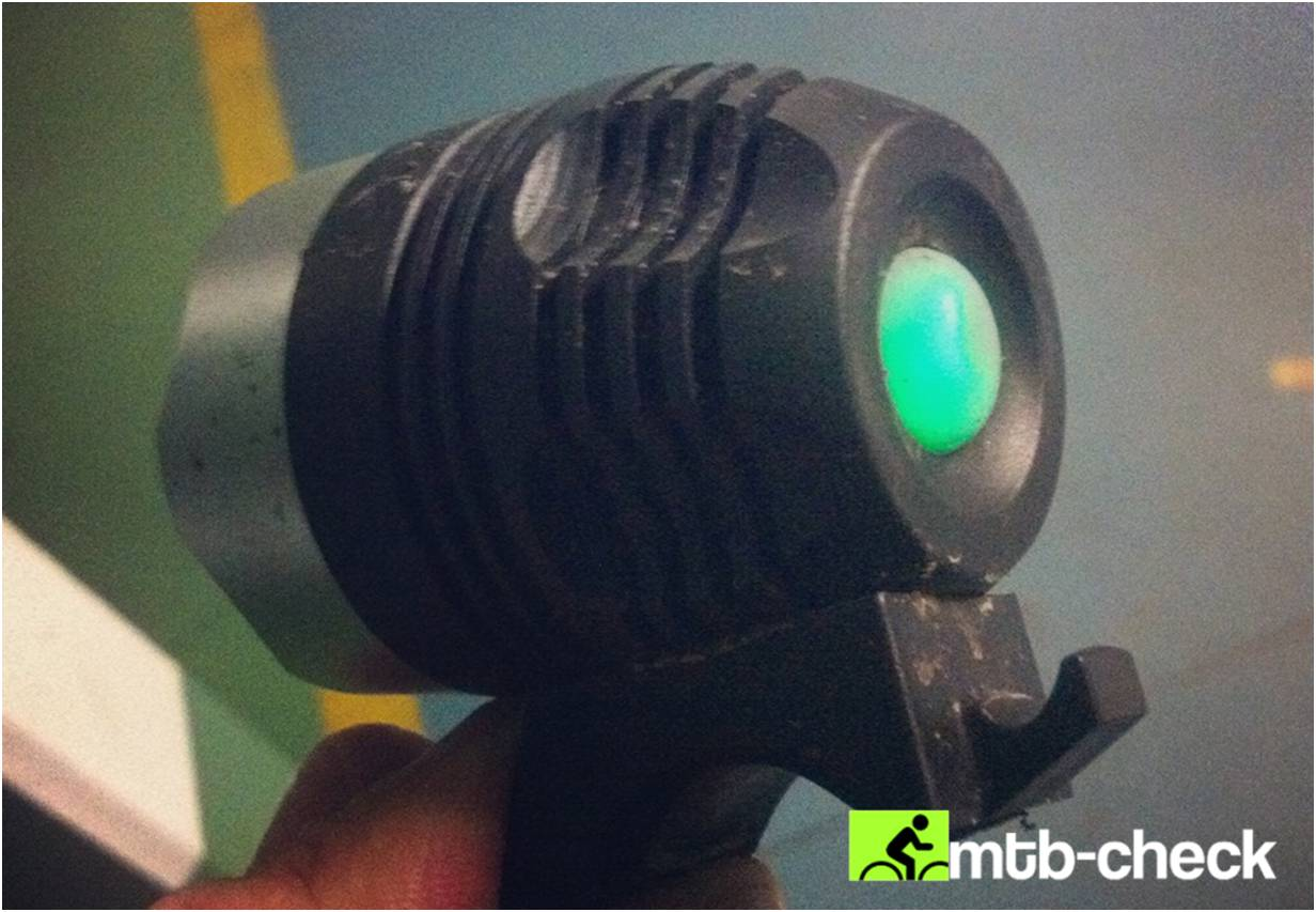 lampe vtt bouton charge action