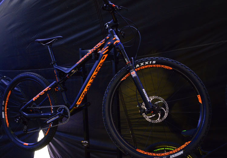 commencal meta v4 orange