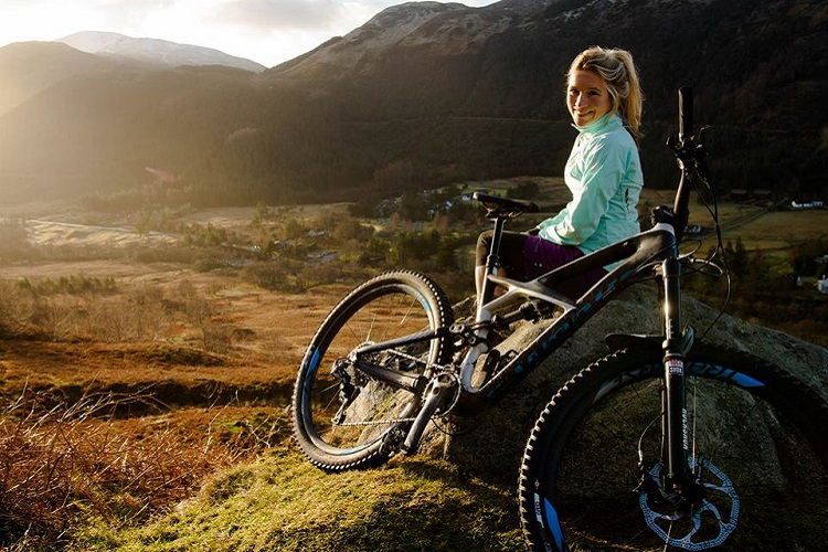 Hannah Barnes file chez Specialized
