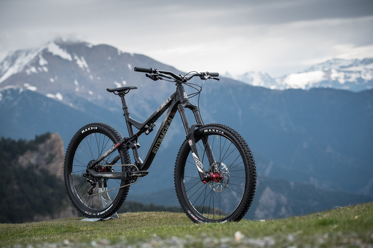 META AM V4 RIDE BLACK